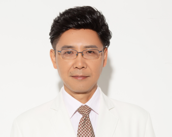 北京艾玛整形医院隆胸修复手术费用 李方奇技术精湛