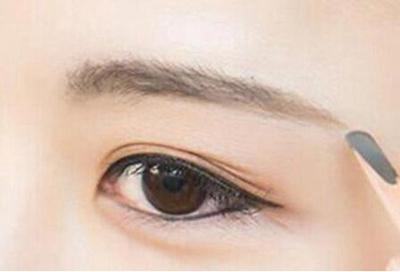 眉毛种植有危险吗 北海博铧医院整形科种植眉毛价格是多少