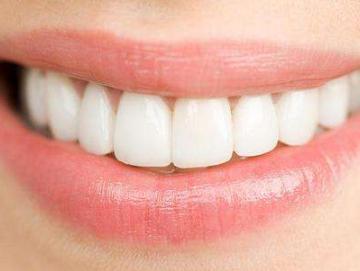 """北京西诺口腔门诊部送您一个""""好门面"""" 种植牙的好处"""